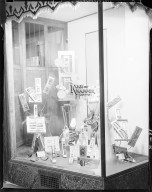 Kooi-Knapper Company, window display of men's accessories