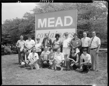 Mead Container Corporation, group portrait at company picnic