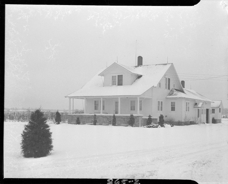 Consumers' Power Company, Niles and Cecil Hagelshaw Farm house