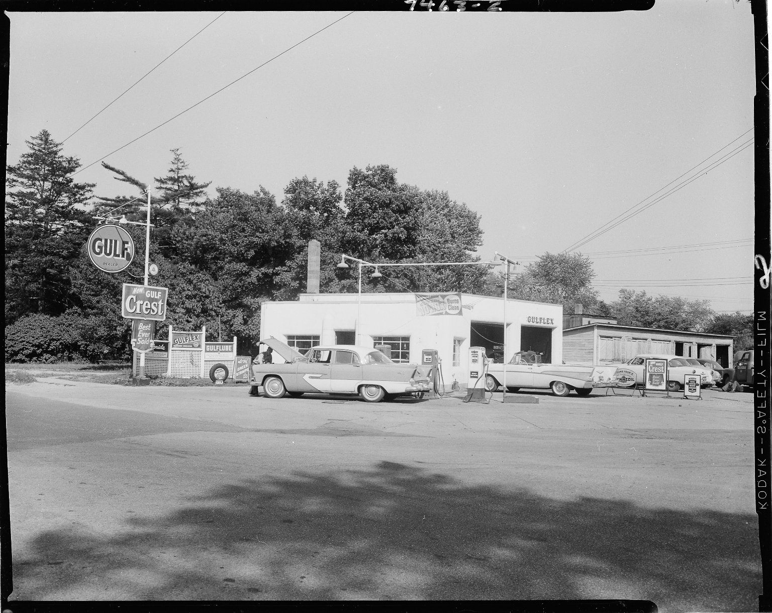 Gulf Service Station, Roelof Brothers, owners, exterior