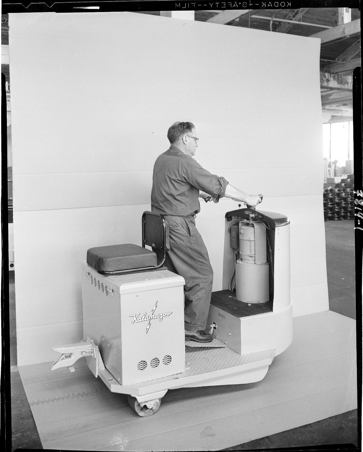 Kalamazoo Manufacturing Company, demonstration of two tractor
