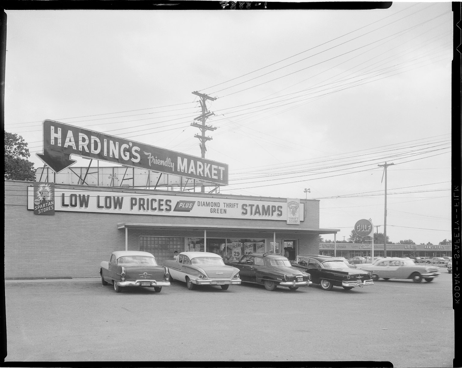 Harding's Friendly Market, 3128 Portage Road, exterior