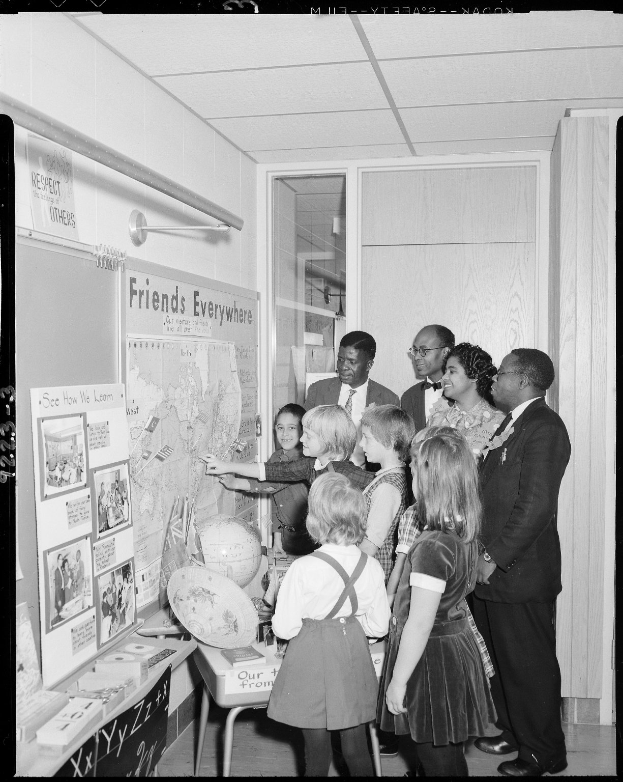 Winchell School, Mrs. Mildred Borton's classroom with visitors looking at map