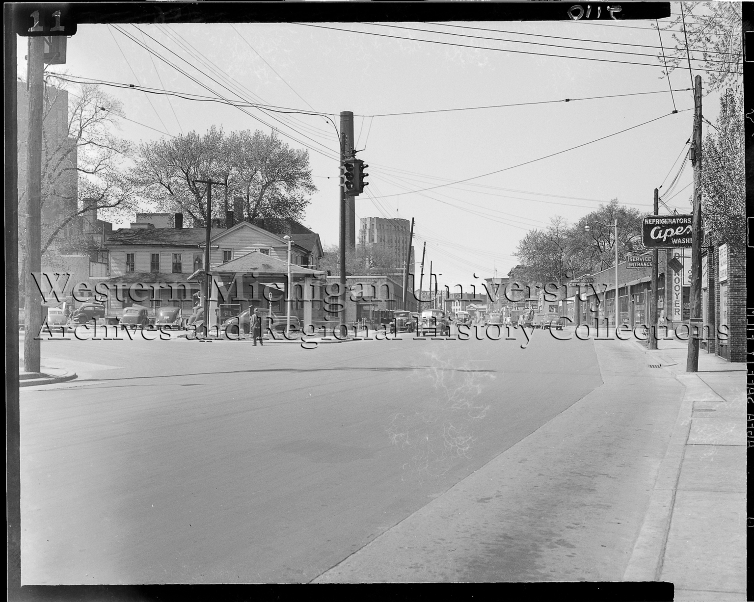 Street scene, Portage and Lovell Streets